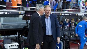 Ancelotti y Koeman se saludan en el clásico