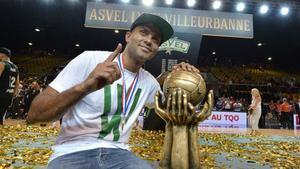 Tony Parker, presidente del ASVEL, celebrando una de las ligas conquistadas por su club