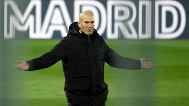 Berbatov: ''La culpa de la crisis del Real Madrid no es sólo de Zidane, también de los jugadores''
