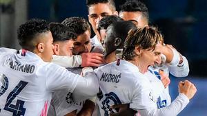 El Real Madrid gana con polémica en Bérgamo
