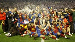El FC Barcelona celebró así el primer título de la era Guardiola: la Copa del Rey de 2009, ganada ante el Athletic (1-4) en Mestalla
