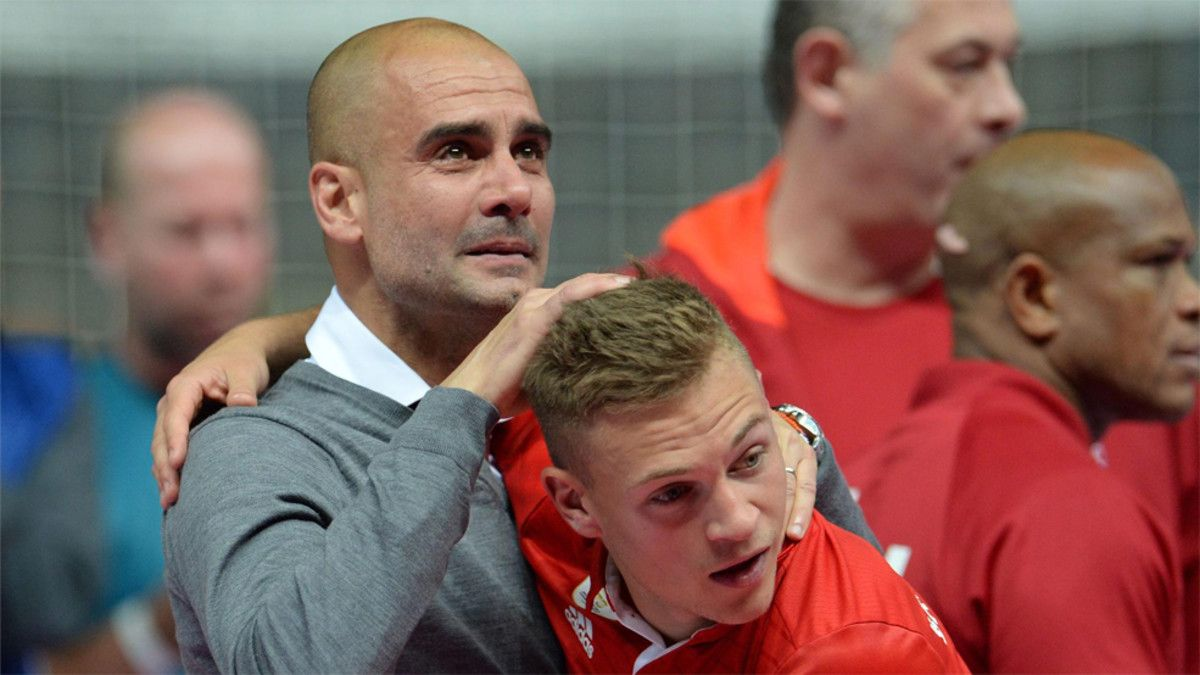 Josep Guardiola y Joshua Kimmich en 2016 durante la etapa del técnico como entrenador del Bayern Múnich