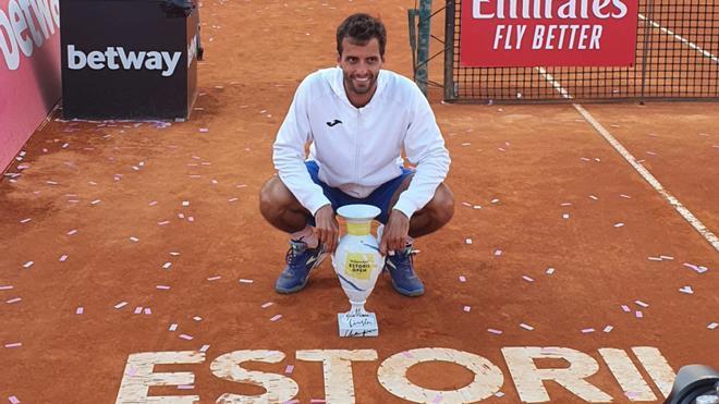 Albert Ramos celebra el título en Estoril