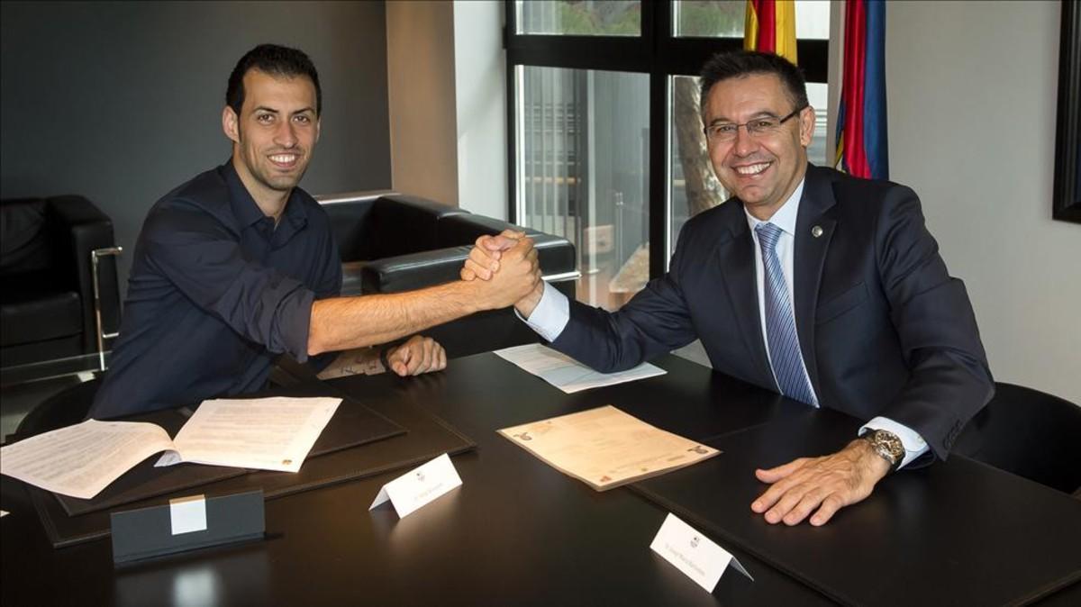 El presidente del Barça, Josep Maria Bartomeu, hizo una promesa a Sergio Busquets el día de su última renovación