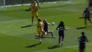 Urge tener VAR en el fútbol femenino: escandalosas manos de Irene Paredes en el área... ¡¡no pitadas!!