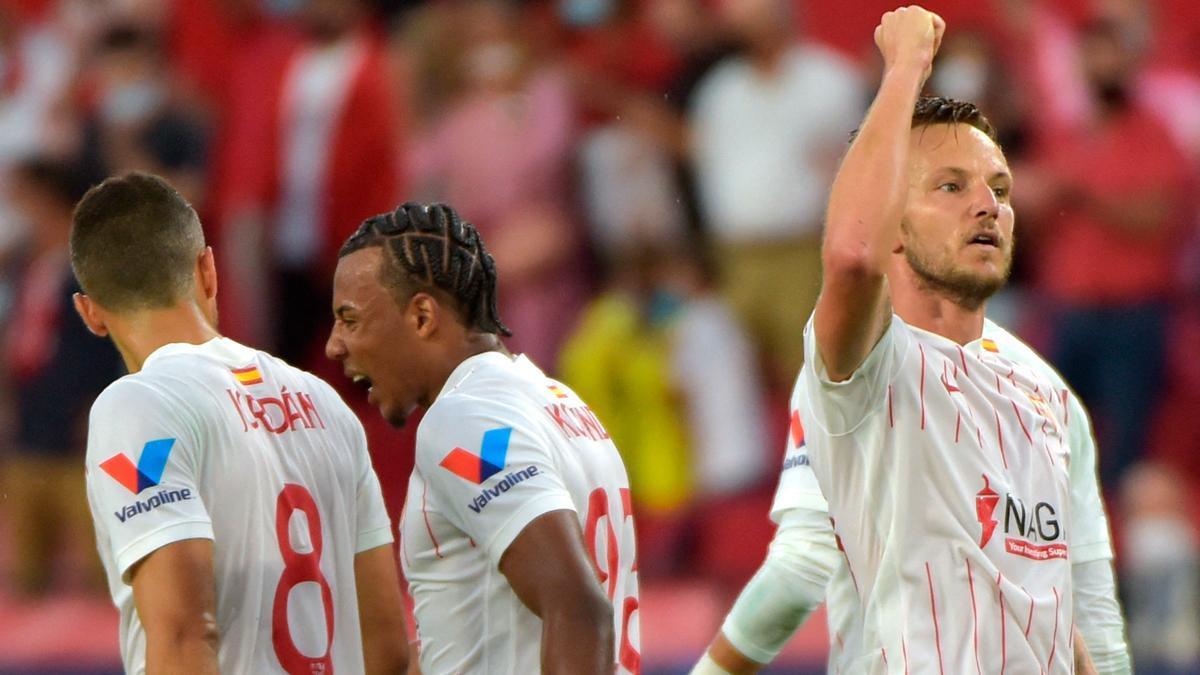 Rakitic celebra su gol con el Sevilla ante el Salzburgo