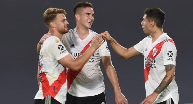 Los jugadores de River Plate celebran uno de los goles.
