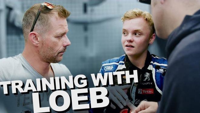 Oliver escucha atentamente a Loeb