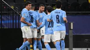 Los jugadores del City celebran el gol de Mahrez
