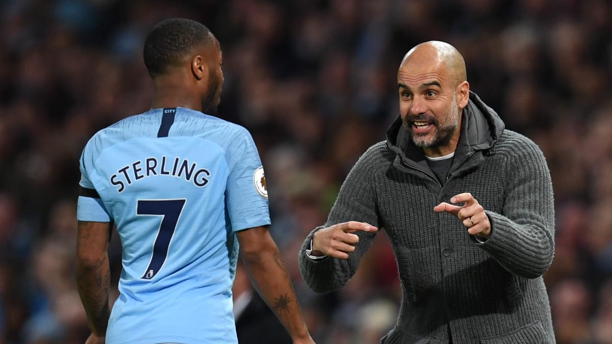 Pep Guardiola y Sterling durante un partido de la Premier League