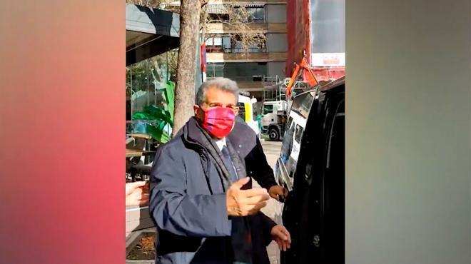 Laporta coloca su imagen al lado del Santiago Bernabéu