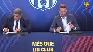 Luuk De Jong ya ha firmado su contrato con el Barça