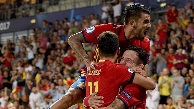 Ceballos, celebrando el gol con Asensio y Saúl