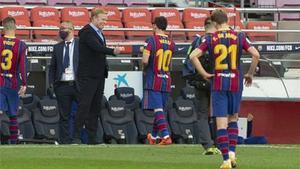 Un integrante del banquillo azulgrana fue amonestado durante el clásico de este sábado en el Camp Nou