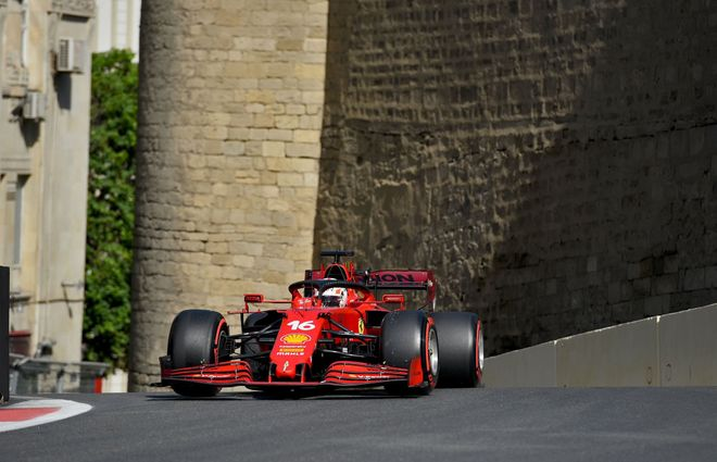 Leclerc se lleva la pole en Bakú