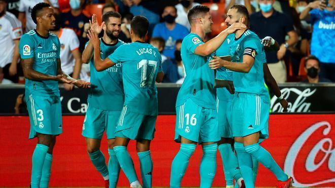 Vinicius y Benzema remontan el partido en Mestalla