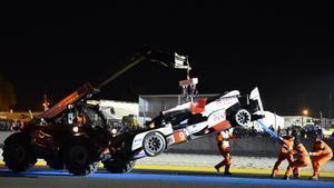 El Toyota nº9 es retirado de psita; poco antes ya se había tenido que retirar el nº7 que lideraba las 24 horas de Le Mans