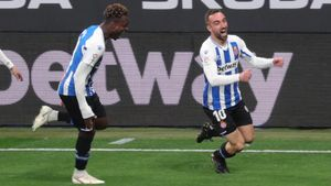 Darder celebrando el golazo desde medio campo en el minuto 1