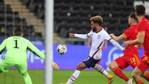 Konrad de la Fuente jugó sus primeros minutos con la USMNT en Swansea ante Gales