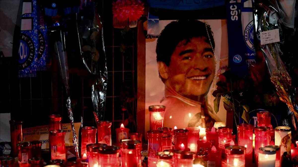 Maradona, homenajeado en el estadio San Paolo