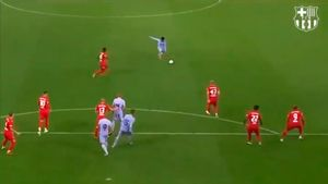 El guardameta del Salzburgo evitó un golazo de Alejandro Balde. ¡Qué misil!