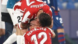¡Así se zanja una eliminatoria! El golazo de Berenguer que hizo finalista al Athletic en la prórroga