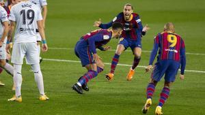 Ronald Araujo logró su primer gol con la camiseta del FC Barcelona