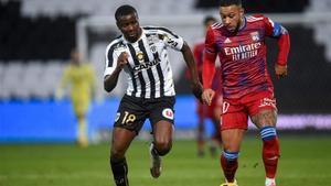 Memphis Depay fue el referente ofensivo del Lyon frente al Angers