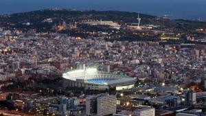 Vista general del Camp Nou y su entorno durante un día de partido