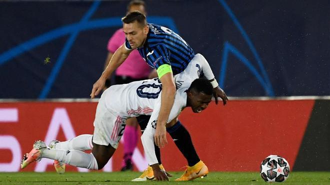 El Atalanta regala el billete a cuartos al Real Madrid