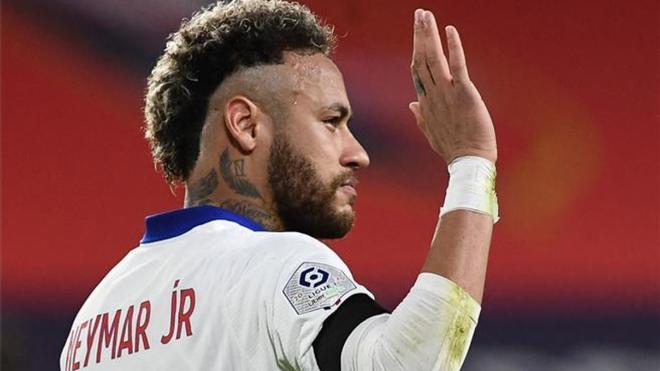 Neymar, celebrando su gol de penalti que abrió la lata en Rennes