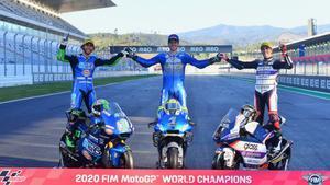 Los tres campeones del mundo de MotoGP posan en Portimao