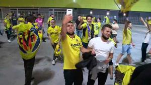 Aficionados del Villarreal se echan a la calle para celebrar un título histórico