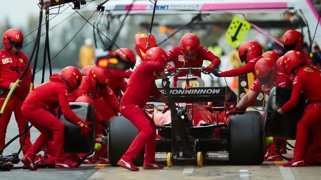 Los mecánicos de Ferrari en el Circuito de Montmeló