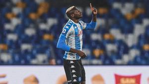Víctor Oshimen celebrando su gol contra la Lazio