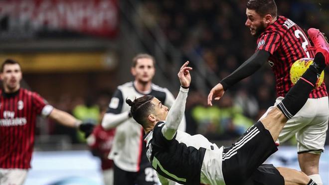 Cristiano Ronaldo, en una jugada del partido ante el Milan
