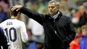 Mourinho le ha mandado un recado a Özil