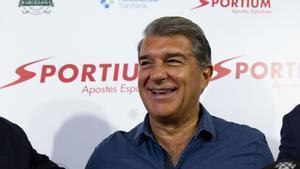 El presidente Joan Laporta habló para los medios en la Koemans Cup
