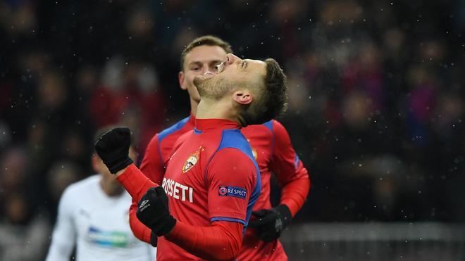 Nikola Vlasic - Croacia (23 años) Un jugador distinto. Creativo, con gran toque de balón y llegada, el mediapunta del CSKA Moscú es un fijo para Dalic