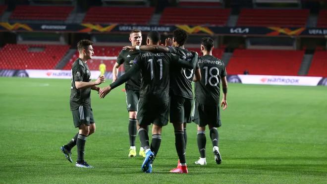 Un segundo gol sobre el final ha colocado al Manchester United con un pie dentro de las semifinales