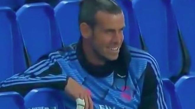 Gareth Bale, sonriente en la grada