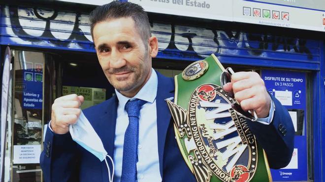 Poli Díaz, con títulos de boxeadores de K1 de su promotora