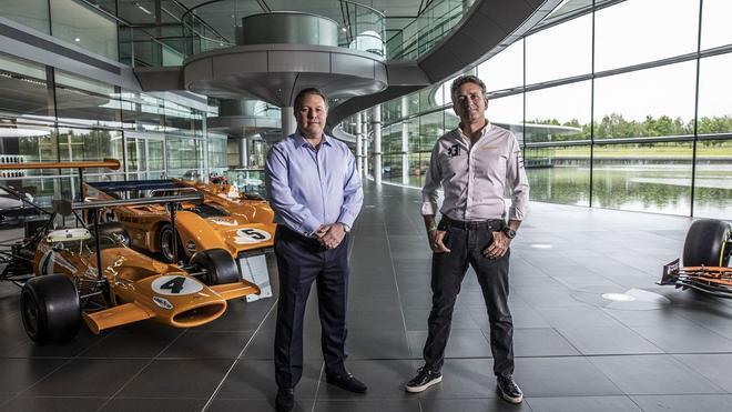 Zak Brown y Alejandro Agag, en la sede de McLaren en Woking