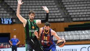 Ante Tomic trata de frenar la incursión de Nikola Mirotic