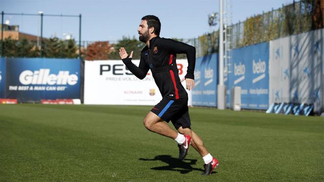 Arda Turan saldrá del Barça, pero no a cualquier precio