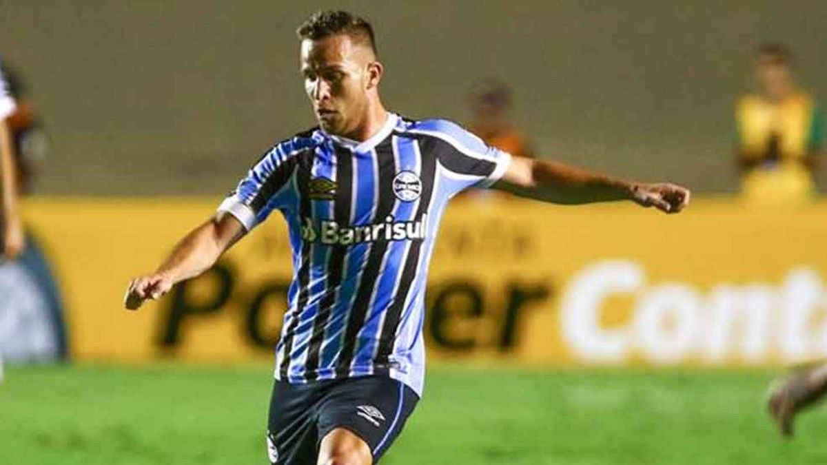 Arthur espera poder cambiar la camiseta del Gremio de Porto Alegre por la del FC Barcelona este verano