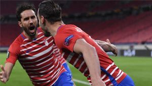 Germán Sánchez y Roberto Soldado celebran un gol en la Europa League.