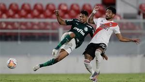 Rony, del Palmeiras, en una acción ofensiva en el partido de ida