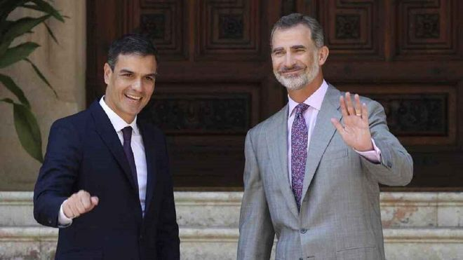 Pedro Sánchez y Felipe VI fotografiados haciendo algo imposible de creer