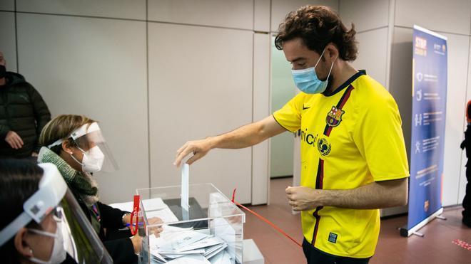 Los socios se acercaron a la sede de Tortosa a ejercer su derecho a voto